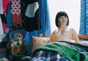 """Кадр из фильма """"Надувная кукла"""""""