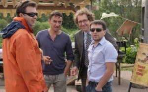 О чём говорят эти мужчины?
