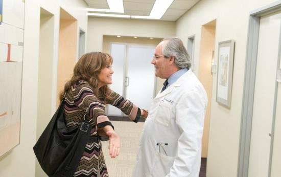 Главная героиня(Дженифер Лопес) узнаёт, что беременна